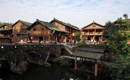 点击打开景区内景点:磨西古镇的详细介绍…